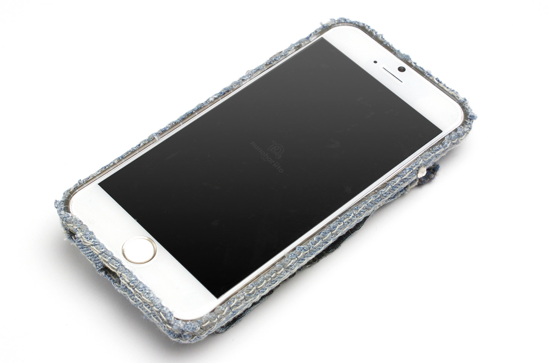片手でも操作しやすいダメージデニムiPhoneケース